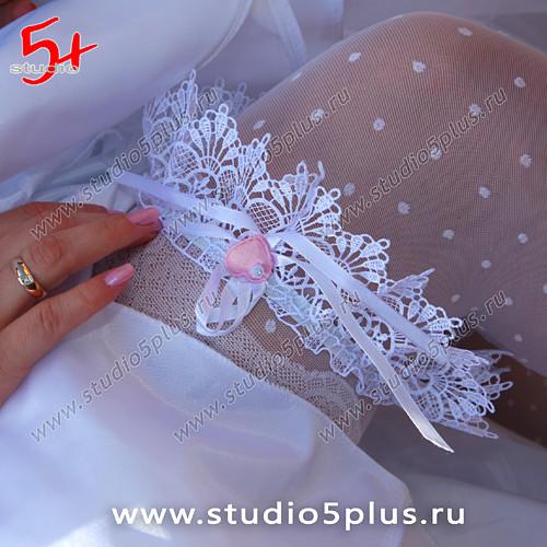Свадебная подвязка невесты  -  эротический штрих на традиционной свадьбе